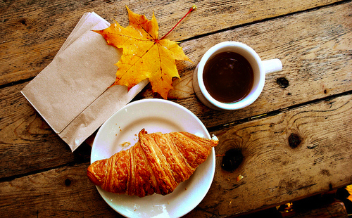 autumn-breakfast-coffee-croissant-fall-leaf-favim-com-53399